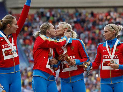 Западные СМИ задаются вопросом: почему целуются российские бегуньи?