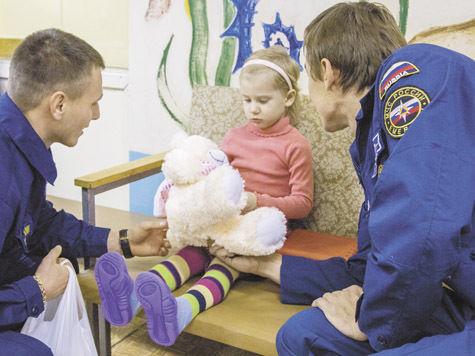 Пожарные спасли малышку  с ее единственной игрушкой — зажигалкой