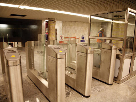 В метро не проскочит ни один мотоциклист