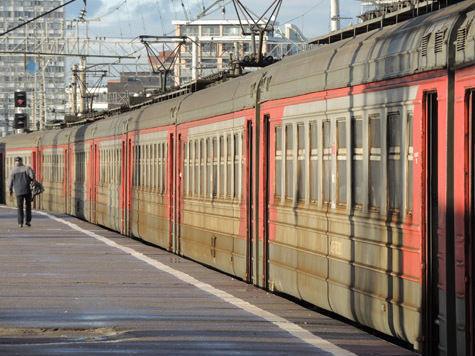 Пенсионер, спрыгнувший с поезда по вине проводника, добился компенсации в суде
