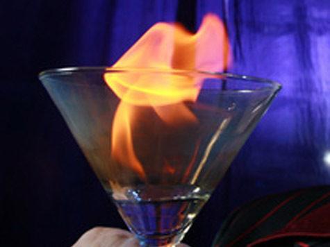 Горящий коктейль вспыхнул вместе с посетителями бара