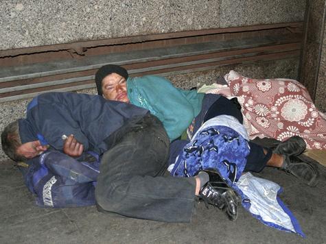 Бездомным придется уступить приставам крышу над головой