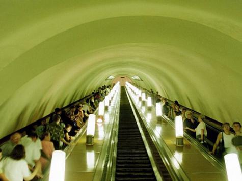 Пассажирам метро составит компанию Азнавур