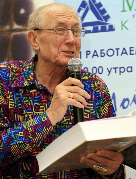 Евгений Евтушенко продолжает работать, несмотря на операцию