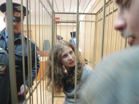 Адвокат Pussy Riot запутался в показаниях