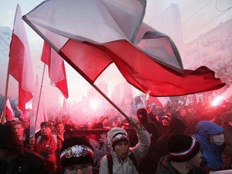 Националисты атаковали посольство РФ в Варшаве, задержаны десятки человек
