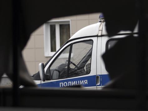 Полицейские машины забросали испорченным коктейлем
