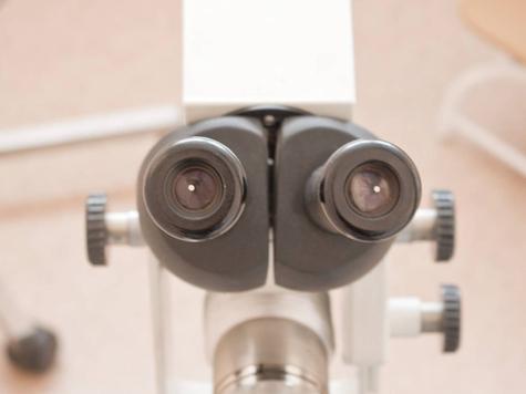 Офтальмологи заглянут вглаза младенцам сразупослерождения