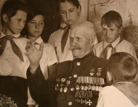 Как казак царские кресты с советской звездой помирил