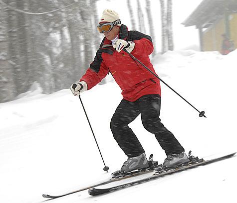 Девочка катается на лыжах в горах, фото 3557386