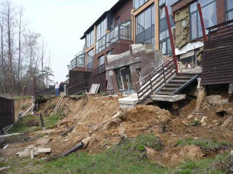 Элитные дома уползли от нерадивых застройщиков