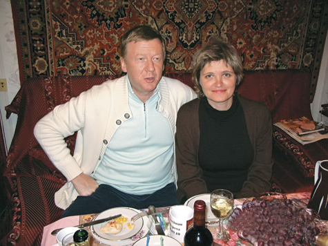 Русское фото девушек на фоне ковра курск фото 140-82