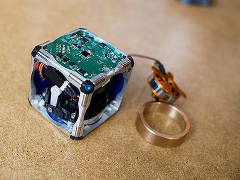 Предложена схема, которая позволяет создавать самособирающихся роботов