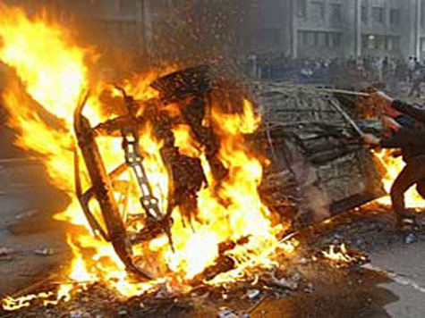 Казахские нефтяники сожгли мэрию