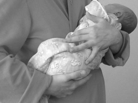 Юная мать отказалась и от живой, и от мертвой дочери