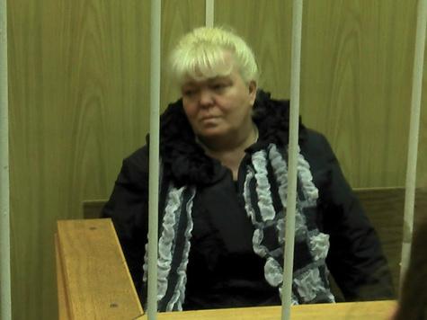 Бизнес-леди, заказавшая начальницу, слушала судью лежа