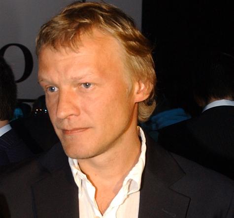 Алексей Серебряков стал эмигрантом