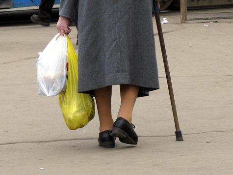 Бабушка привела внука под колеса фуры