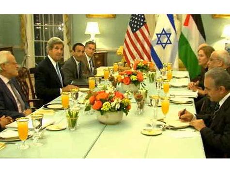 Израиль и Палестина сели за один стол