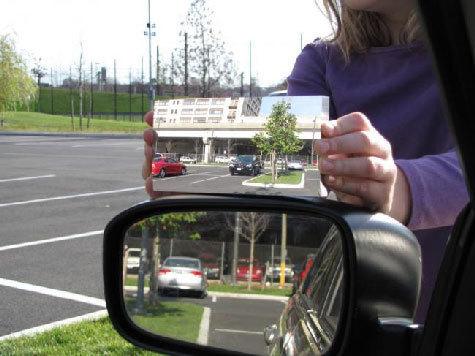 Придумано автомобильное зеркало, которое навсегда избавляет от мертвых зон. Искажение пространства минимально