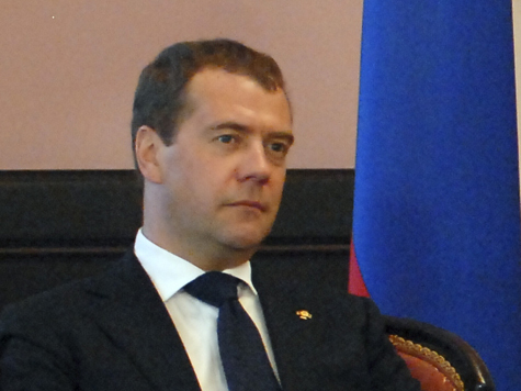 Медведев: мы дома строить не можем