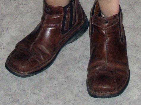 Гость Москвы подменил ботинки в обувном магазине