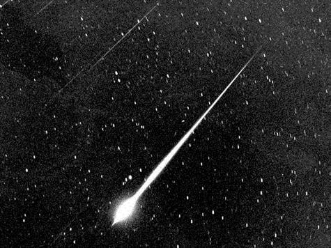 Беспризорные метеоры померкнут на фоне Луны