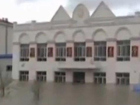 Наводнение в Китае: жуткие слухи о трупах на деревьях и  танцы на площадях