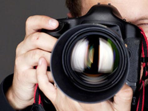 Фотограф и владельцы дискобара делили в суде голого стриптизера