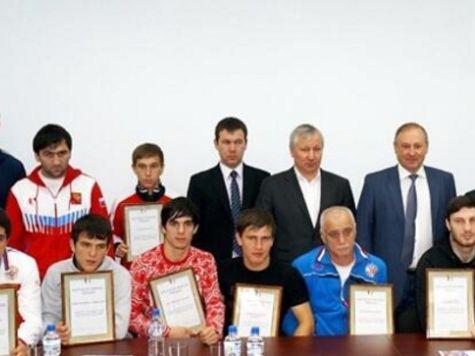 Дагестанские боксеры спасли 20 человек из горящего трамвая