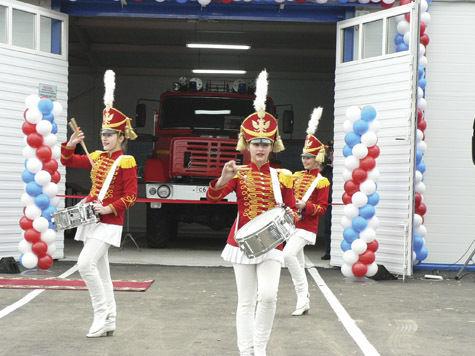 Пожарным пожелали «сухих рукавов»