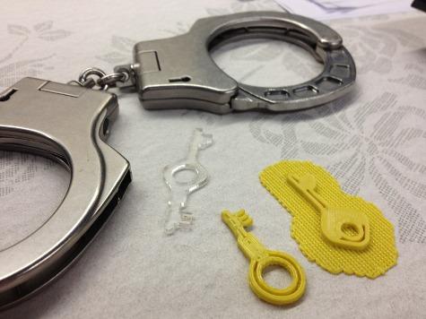 Хакер придумал пластиковую модель ключа ко всем наручникам