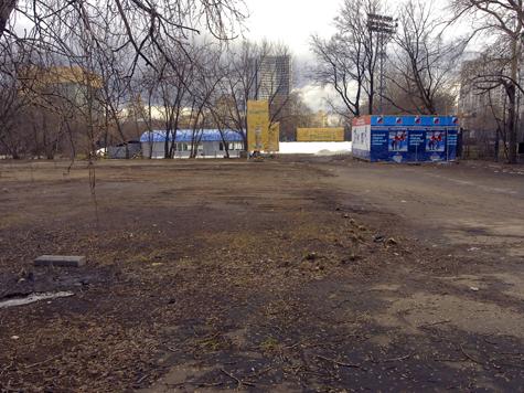 На стадионе  «Красная пресня» появится поле «2 в 1»