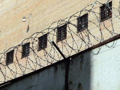 Тюремщиков заразили «жучками»