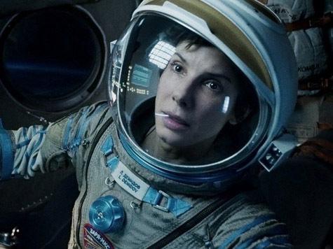 Сандра Буллок в открытом космосе