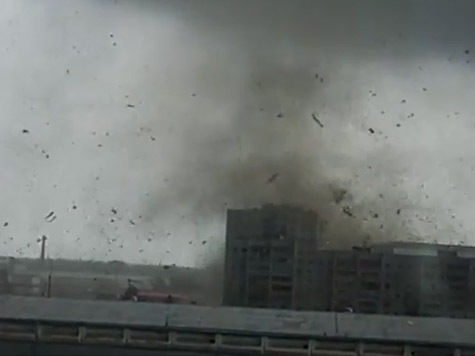 С ураганами справится огромный пылесос