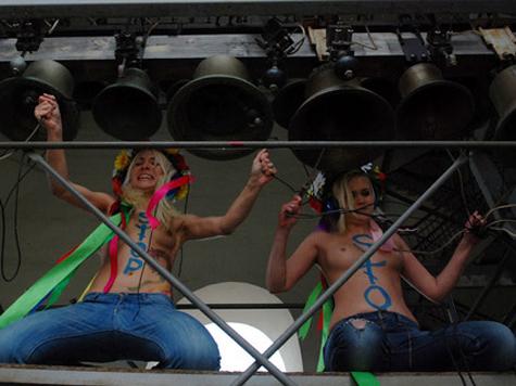 FEMEN переплюнули Pussy Riot