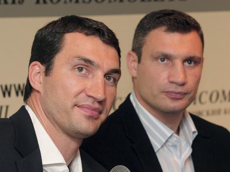 Братья Кличко провели автограф-сессию в Москве
