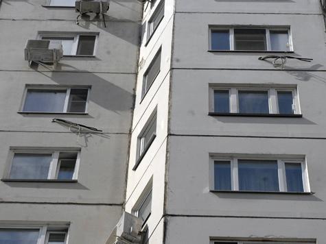 Выпрыгнуть из окна первоклассницу заставил незнакомец?
