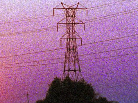 Ураган поймал автомобилиста электросетью