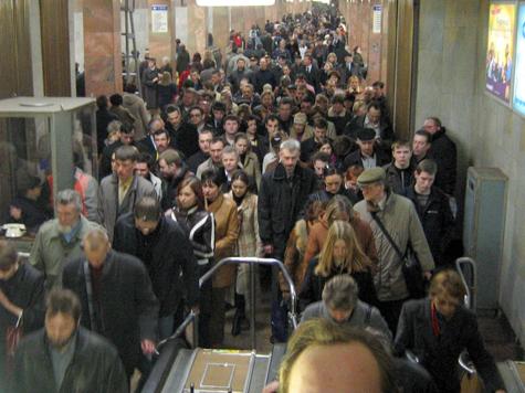 Люди не ездят на метро?