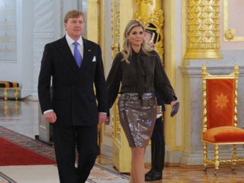 Голландского короля закидали томатом, а нидерландский флаг в Москве спутали с люксембургским