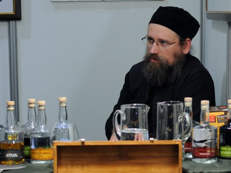 Братья-славяне пекут самогон