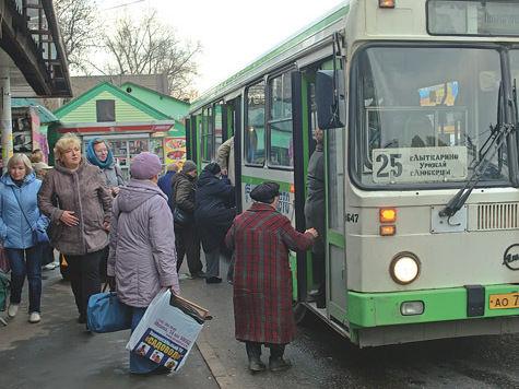 Автобусы переходят на зимнее время