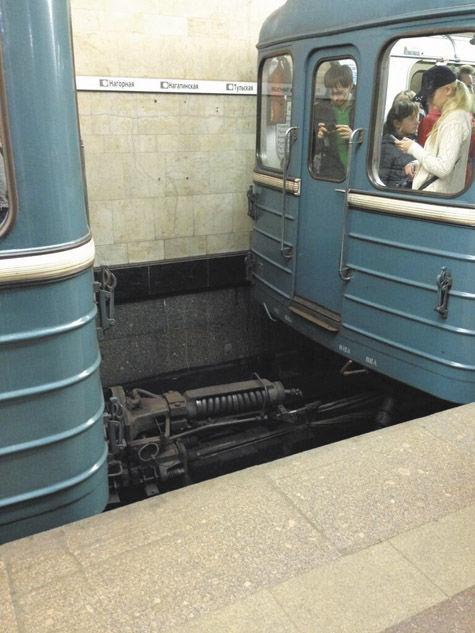 Вагоны метро разъединились от старости?