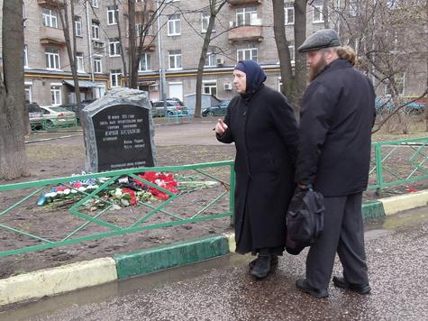 У памятника Буданову плохая энергетика