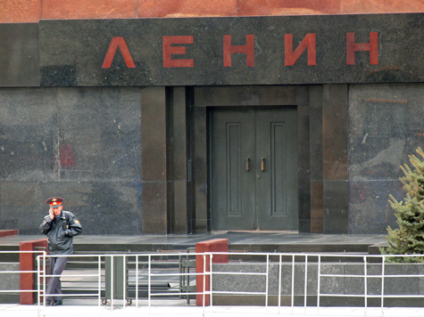 Перед поединком с президентом гость столицы размялся с Лениным