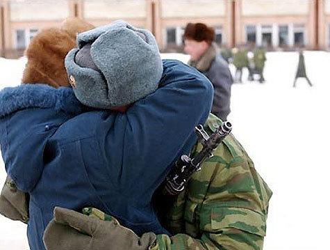В 1998 забирали в армию единственного сына у матери оно было