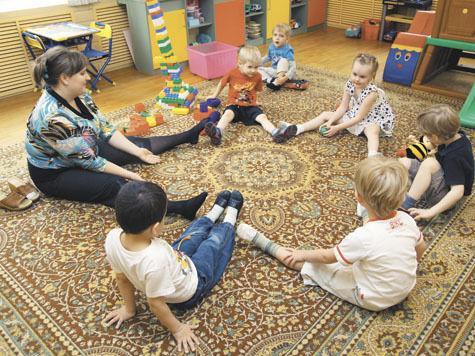 Детей в детских садах будут учить по новой программе