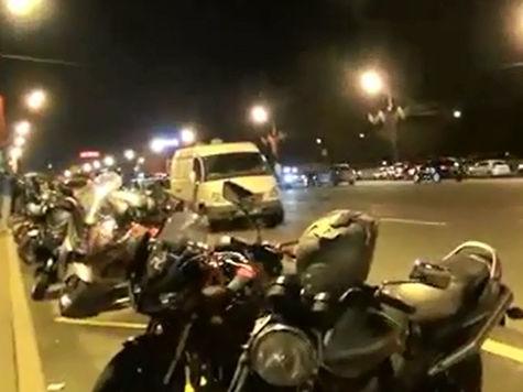 Водителя, сбившего байкера на Кутузовском, обещали «выкупить до утра»